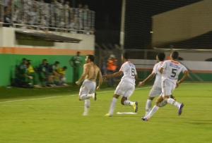 Gilson comemora o gol da vitória. Foto: Rafael Nunes/CFC