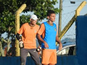Jessé (azul) é um dos confirmados para a partida de domingo. Foto: Lucas Coppi/CFC