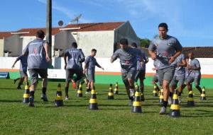 Jogadores fizeram um trabalho leve no primeiro dia Foto: Rafael Nunes/CFC