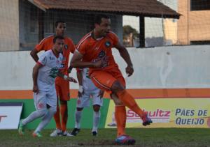 Cadu bateu pênalti para marcar seu primeiro gol na partida. Foto: Rafael Nunes/CFC