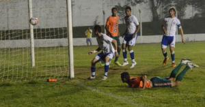 Jessé cabeceou para fazer o gol do jogo Foto: Rafael Nunes/CFC