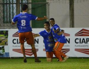 Maranhão (D) marcou o segundo da Cambura no jogo. Foto: Rafael Nunes/CFC