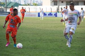 Maranhão saiu de campo aplaudido pela torcida Foto: Rafael Nunes/CFC